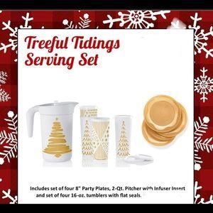 New!! Tupperware tree tidings serving set